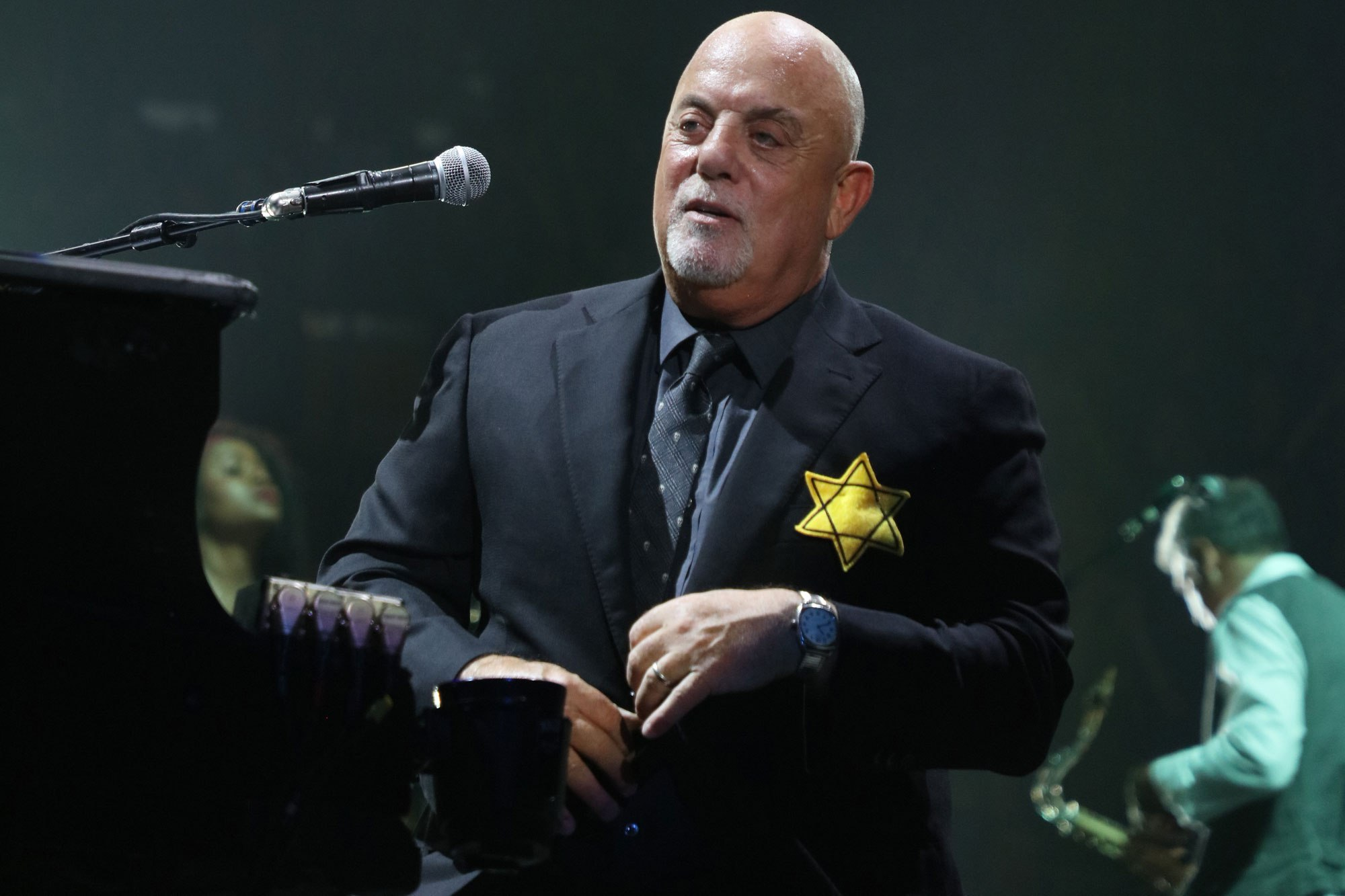 Billy Joel Wore Yellow Stars At His Concert Yesterday. Why It Matters.