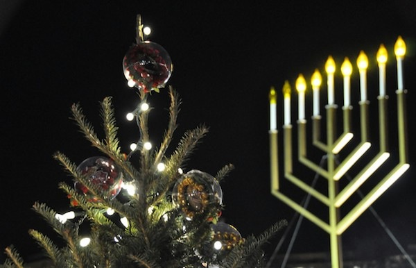 Crossing Borders: Jews and Christmas in America 2013